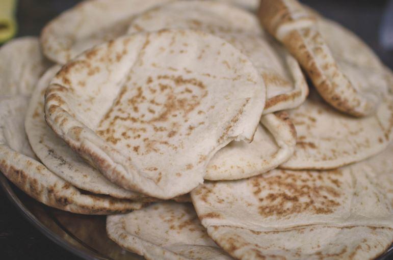 El pan encontrado es parecido al actual pan de pita. Foto: Flickr / JLovesCoffee