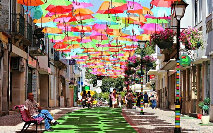 """""""Umbrella Sky"""", el proyecto de una ciudad portuguesa que se extiende en el mundo."""
