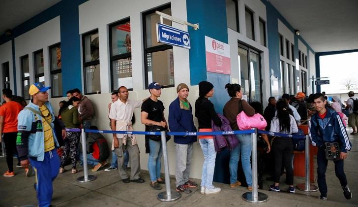 Antes de la exigencia de pasaporte, cientos de venezolanos cruzaron desde Ecuador a Perú