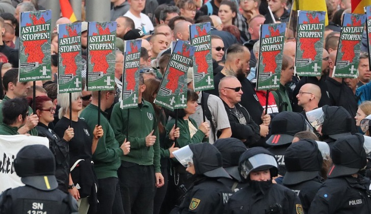 """Marchas neonazis se lanzan a la """"caza"""" de inmigrantes en Alemania"""
