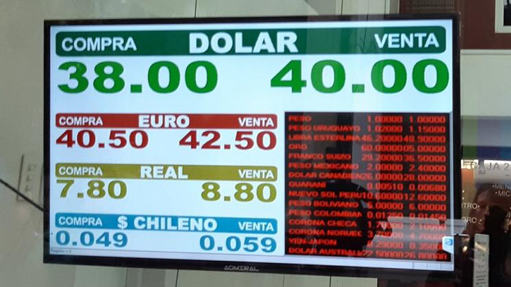 Argentina: El dólar se dispara y se vende a un récord de 40 pesos. Foto: Página 12