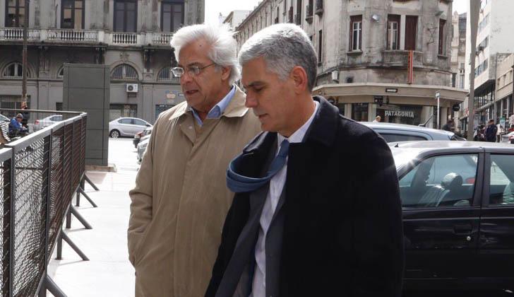 Diputado del Partido Nacional  Rodrigo Goñi y el ex diputado Gonzalo Mujica rumbo al juzgado.