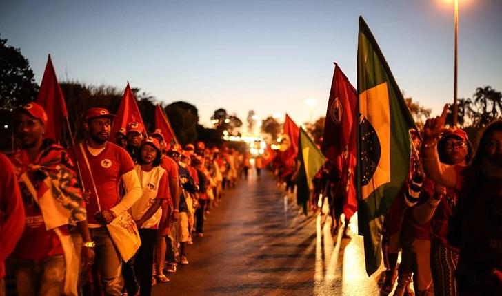 Simpatizantes de Lula emprenden marcha hacia Brasilia