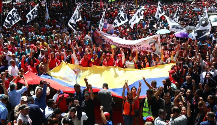 Movilización en apoyo a Maduro en Caracas tras intento de atentado. Foto: PSUV