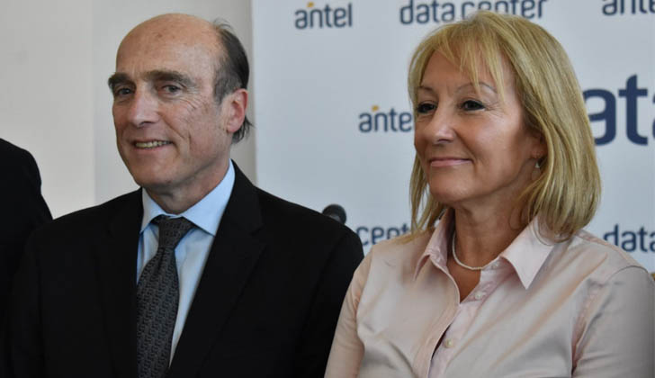 Martínez y Cosse en Datacenter de ANTEL.