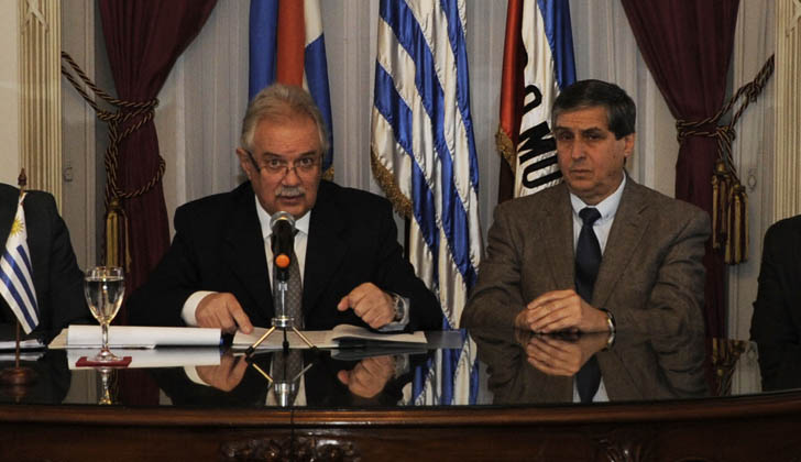 Ministro de Defensa Nacional, Jorge Menéndez, junto al subsecretario, Miguel Montiel.