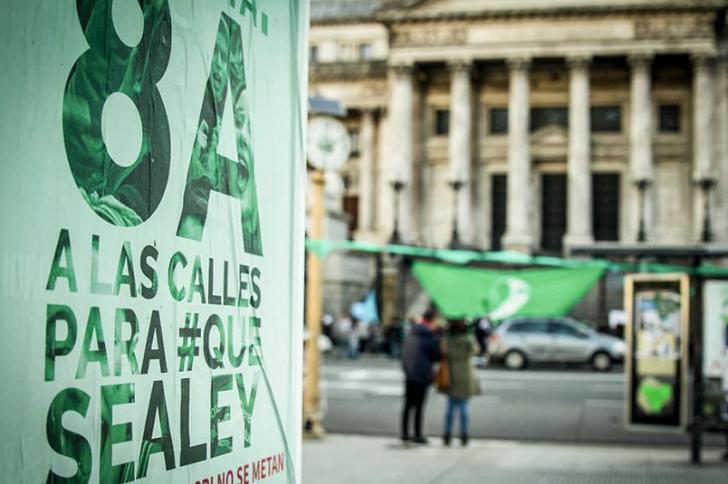 El Senado de Argentina decide hoy sobre la legalización del aborto. Foto: @Lavacatuitera