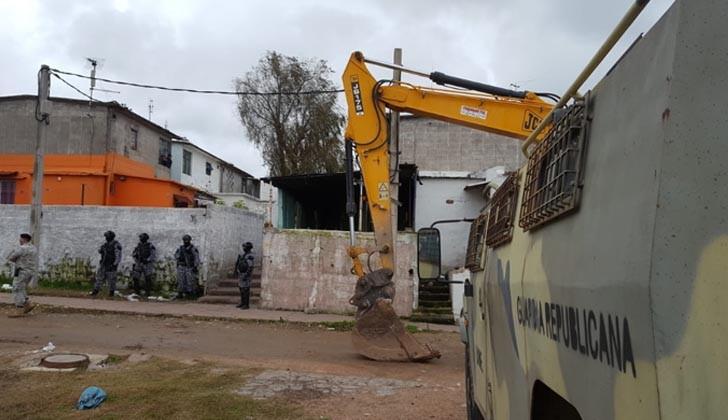 Gobierno envía a la Justicia a integrantes de banda que desalojaba a familias de sus hogares
