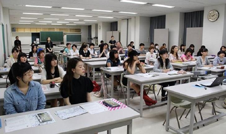 Una universidad privada de Tokio manipuló las pruebas de acceso para admitir a menos mujeres.