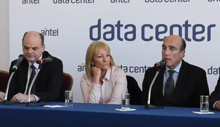 Presidente de ANTEL, Andrés Tolosa; ministra de Industria, Carolina Cosse; e intendente, Daniel Martínez.