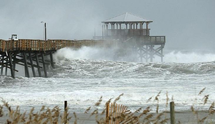 El huracán Florence comienza a azotar la costa de EE.UU..