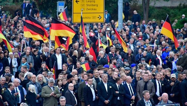 Protesta xenófoba y contramanifestación por la tolerancia en Alemania