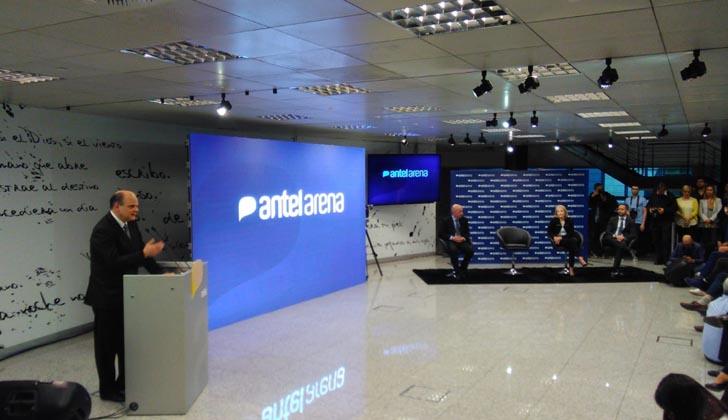 Andrés Tolosa durante el anuncio de la inauguración del ANTEL-Arena. Foto LARED21.
