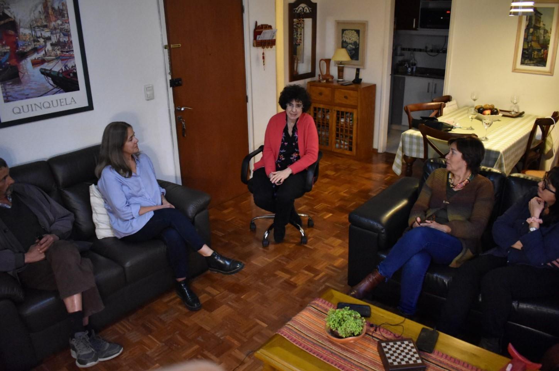 De izquierda a derecha, Jesús Cenández,  Marisa Freitas, Ana María Mizrahi (centro), Mabel Freitas y Alicia Fernández. Foto: Carlos Loría