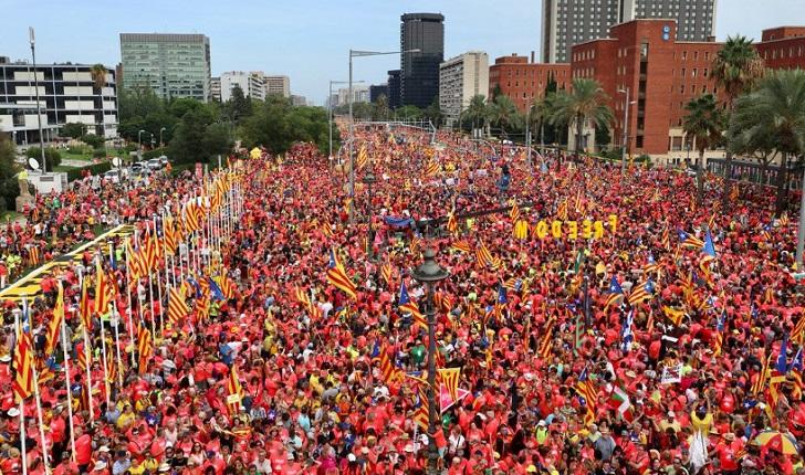 Cataluña festejó su día nacional con una multitudinaria marcha independentista  .