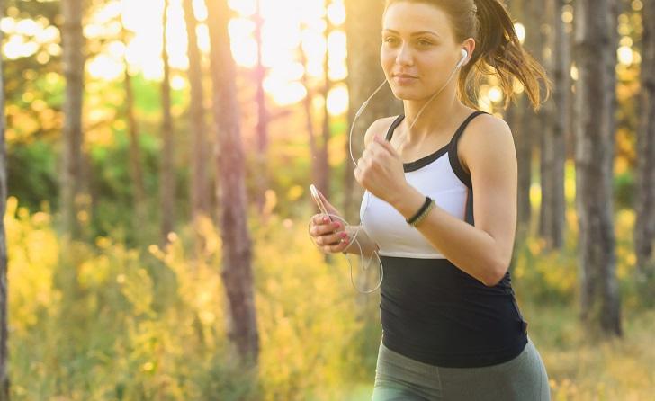 Diez minutos de ejercicio físico al día puede ayudar a la memoria. Foto: Pixabay