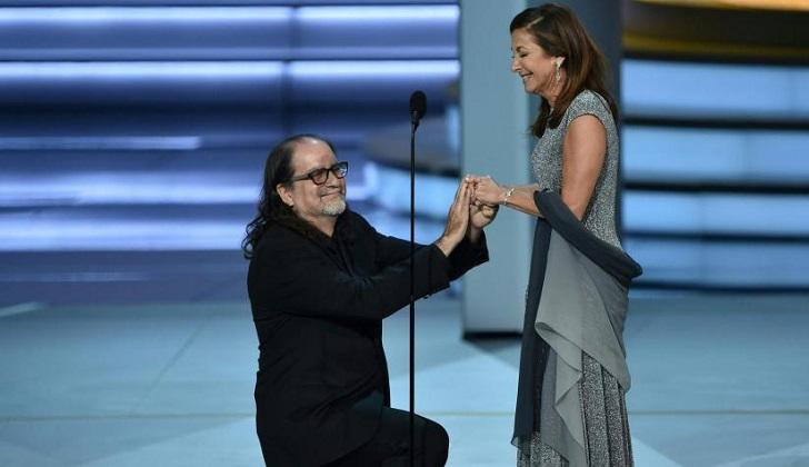 El director Glenn Weiss pide matrimonio a su novia en los Premios Emmy