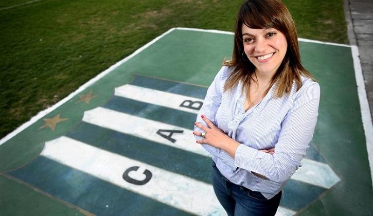 Primera presidenta mujer de un club de fútbol de primera división en Argentina .
