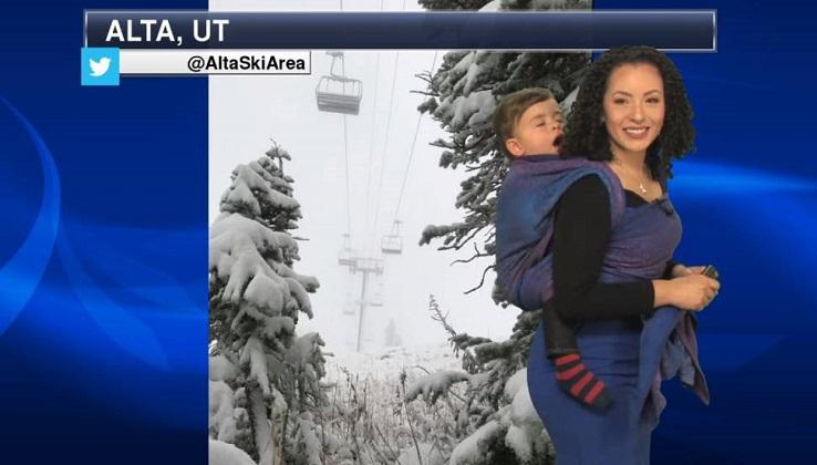 Mamá presentadora: la meteoróloga que salió en vivo porteando a su hijo