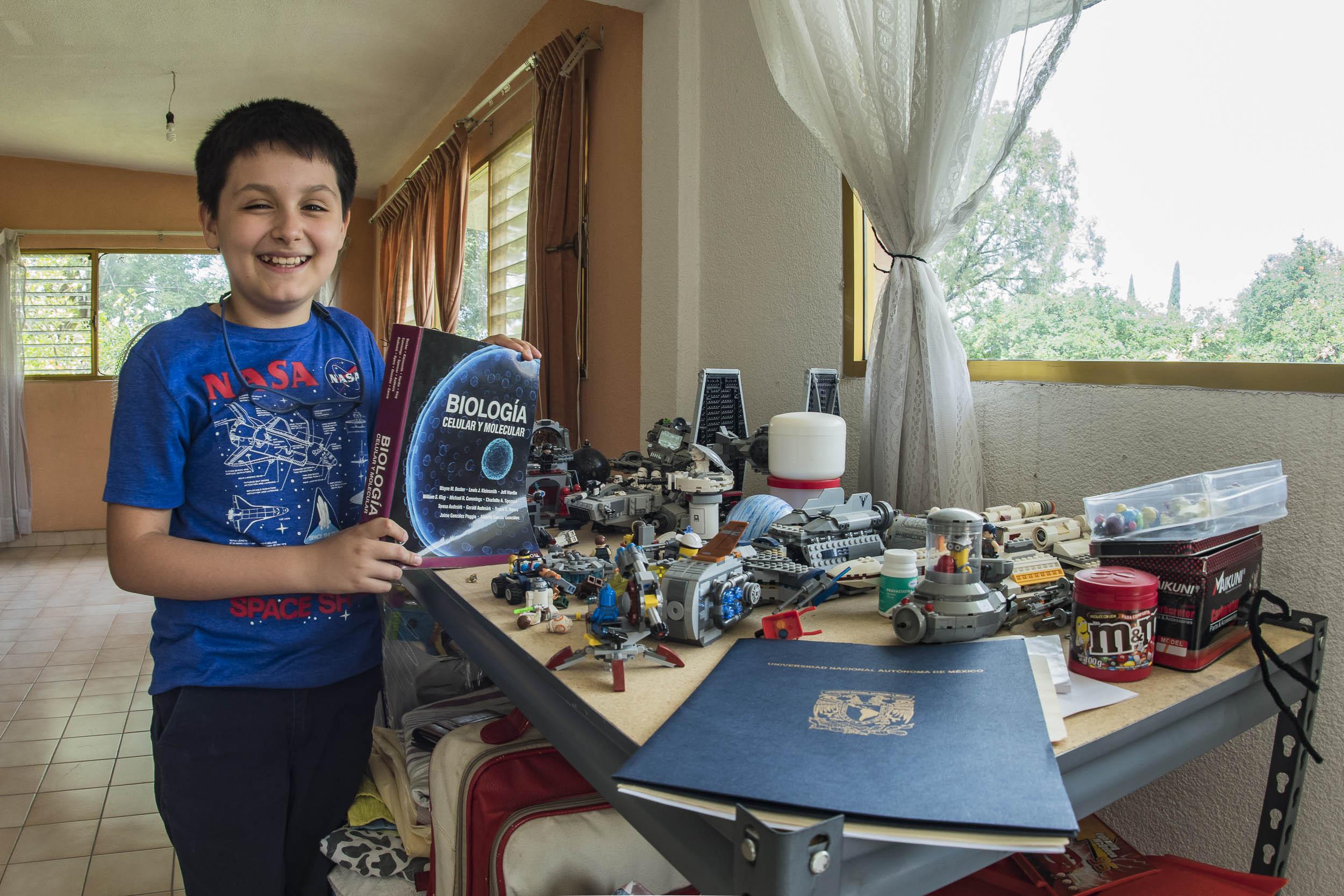 Carlos Antonio Santamaría Díaz, de 12 años, es uno de los estudiantes más jóvenes que ha tenido la Universidad Nacional Autónoma de México. Foto: UNAM