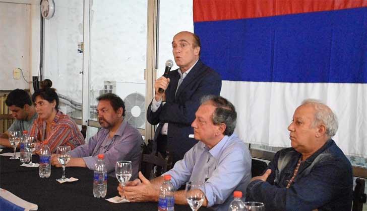 Martínez lanzó su campaña electoral y se mostró partidario de debatir ideas con la oposición