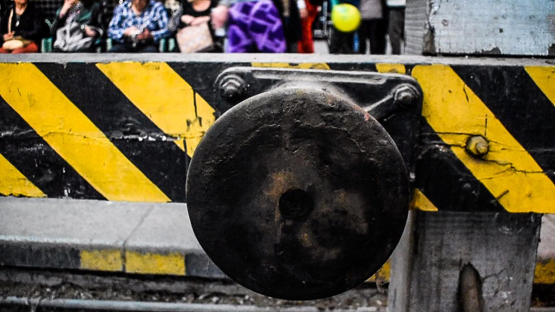 Final de la vía en una de las plataformas. Esta barrera contaba con un resorte para terminar de frenar el tren. Foto: Carlos Loría - LARED21