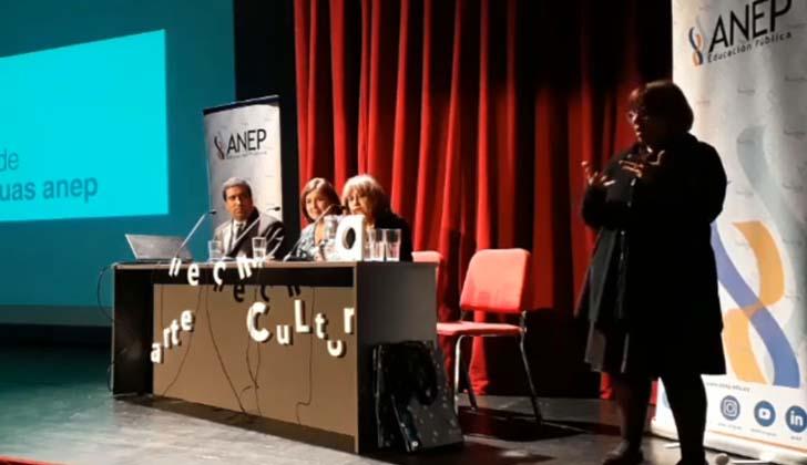 Coordinador de Políticas Lingüísticas, Aldo Rodríguez, consejera del CODICEN de la Administración Nacional de Educación Pública, Laura Motta; y directora del Consejo de Educación Inicial y Primaria (CEIP), Irupé Buzzetti.