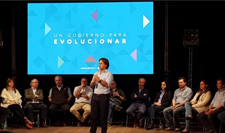 """Sector todos: """"Los uruguayos van a tener que elegir entre un nuevo gobierno del FA y Lacalle Pou"""". Foto: @DarioCastiglion"""