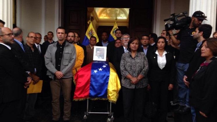 Venezuela: Piden una investigación independiente sobre la muerte de un opositor detenido.