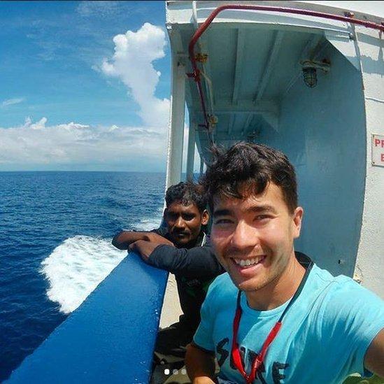 John Allen Chau en su camino a la isla