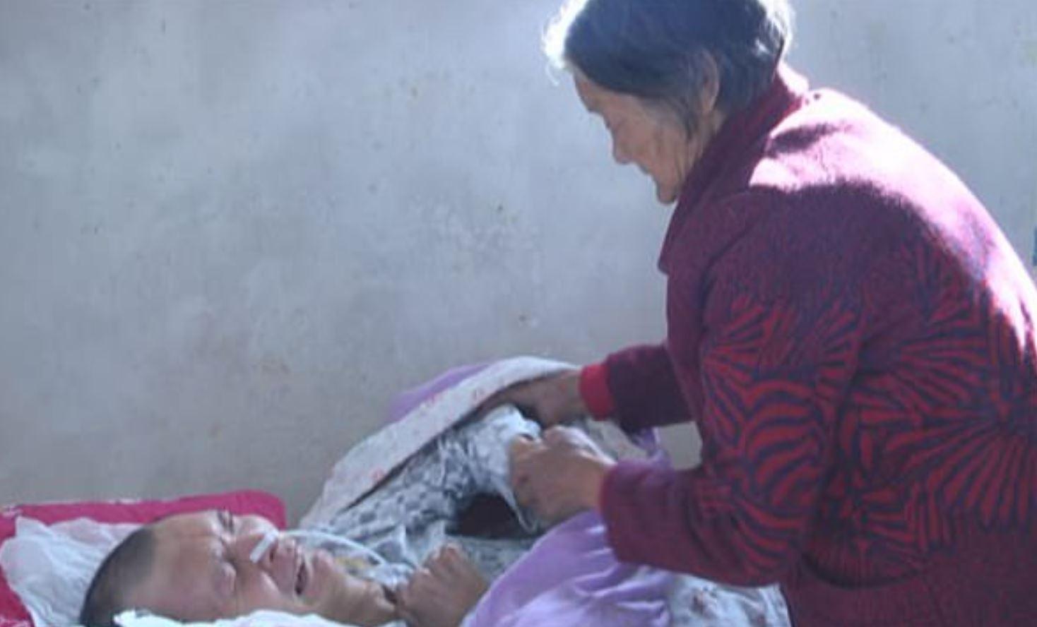 China: Hombre despierta de profundo coma de 12 años