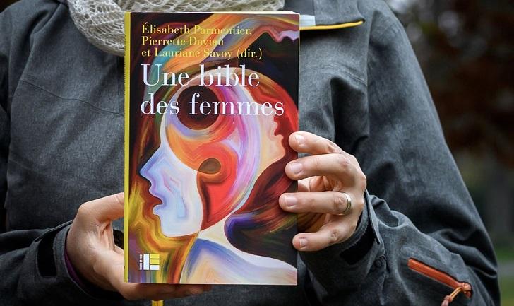 """Teólogas publican una """"Biblia de mujeres"""""""