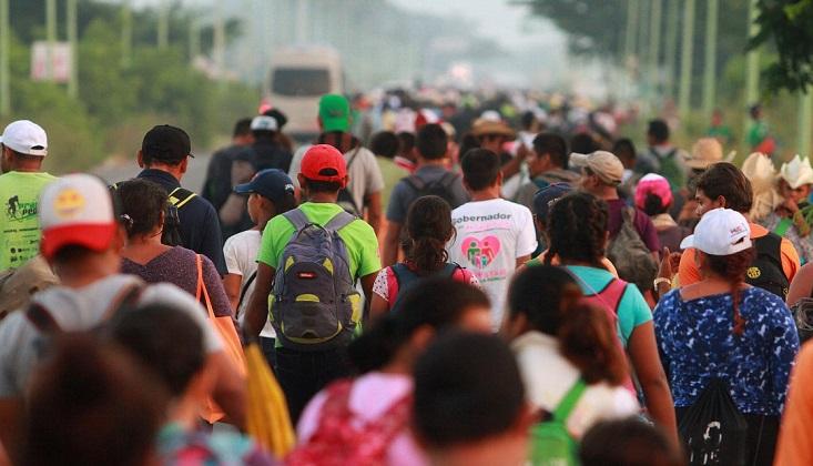 Caravana migrante anuncia reunión con AMLO en México.