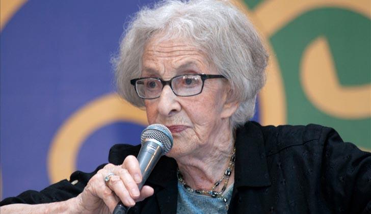 Presidencia saluda a Ida Vitale por recibir el Premio Cervantes 2018 de Literatura. Foto: Flickr.