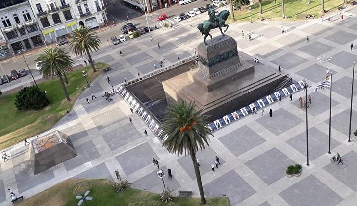 """Hasta el 30 de noviembre se podrá ver la intervención """"Cosa de Mujeres"""" en la Plaza Independencia. Foto: Adriana Cabrera"""