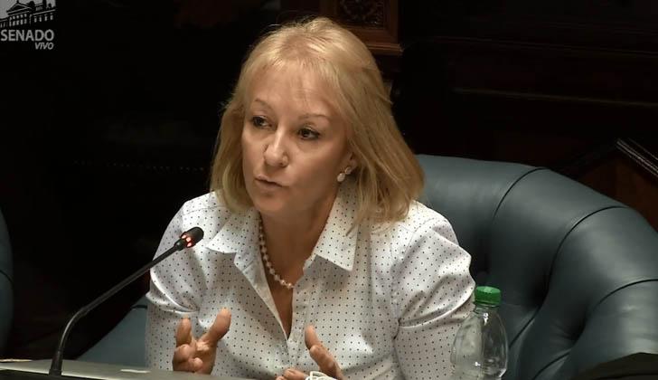 Ministra Cosse durante la interpelación en el Senado por el ANTEL.- Arena.