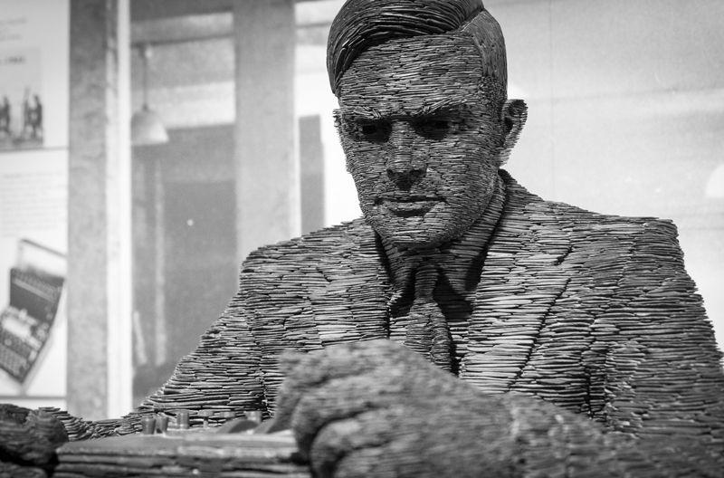 Alan Turing representado en una escultura de Stephen Kettle. Foto cortesía de Steve Meddle / REX / Shutterstock