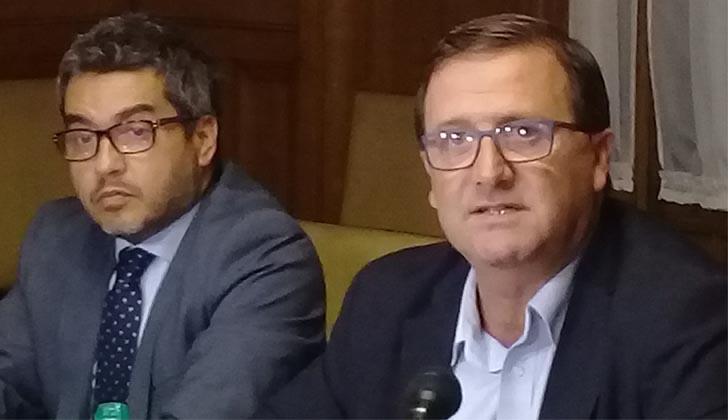 Abogado Gumer Pérez junto al senador Leonardo De León. Foto: LARED21.