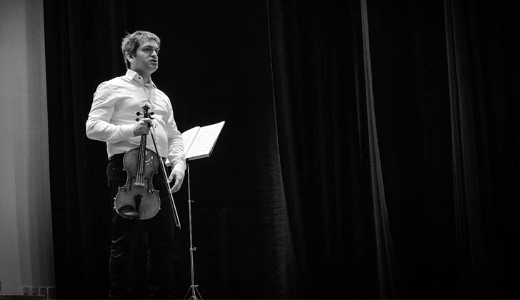 Director de la Orquesta Sinfónica del SODRE (OSSODRE), maestro Diego Naser. Foto: LARED21.