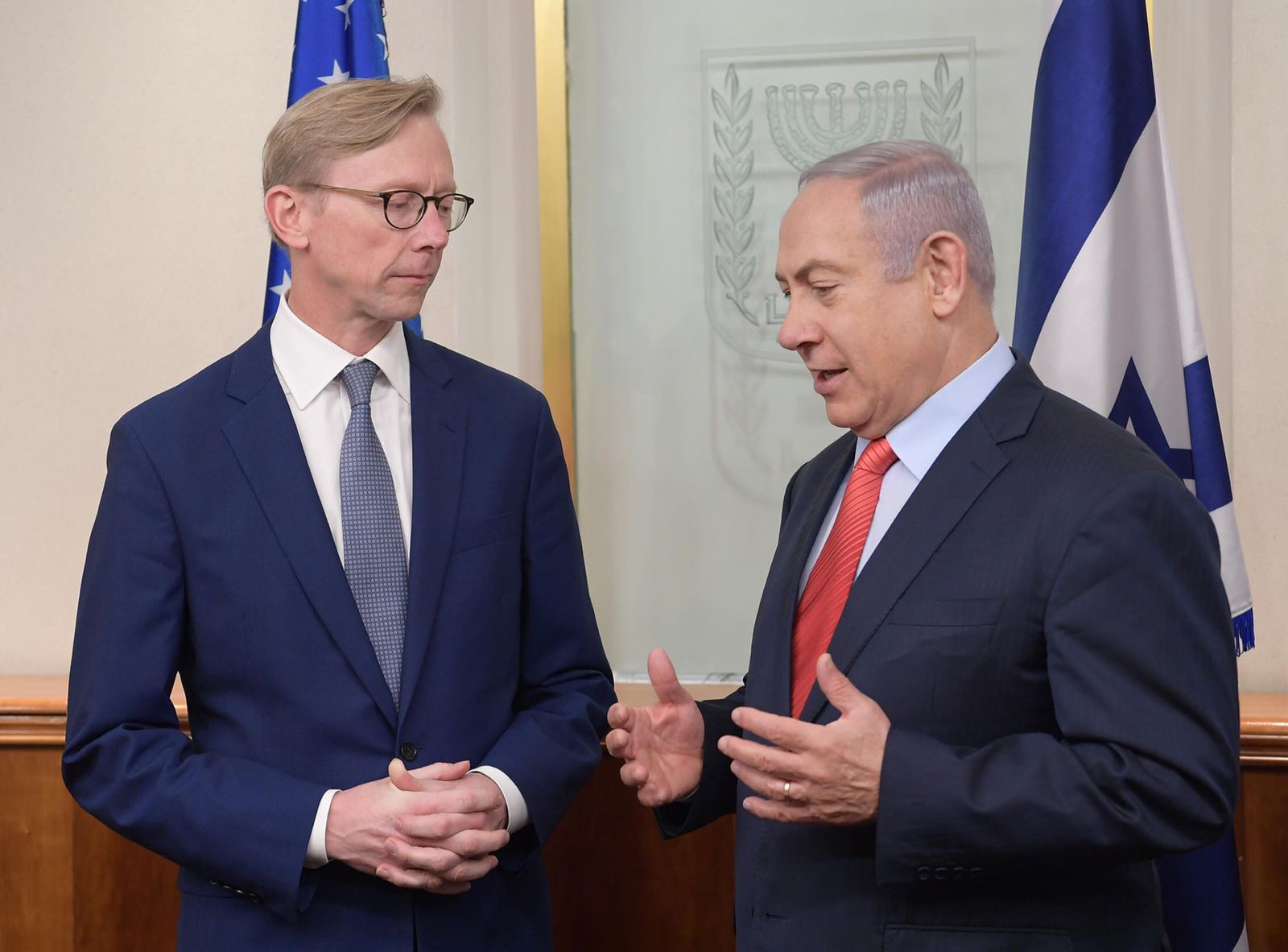 El primer ministro israelí Benjamin Netanyahu (izq) reunido con el enviado especial para Irán de EE.UU., Brian Hook. Foto: Twitter/Netanyahu