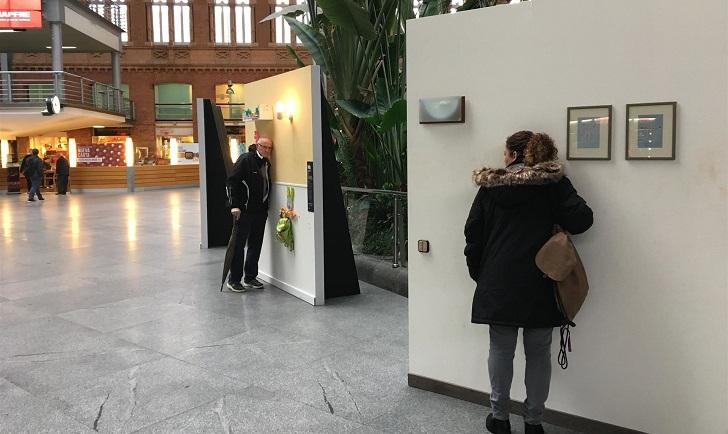 """""""Paredes que hablan"""" sobre la violencia de género, una exposición que conmueve en Madrid."""
