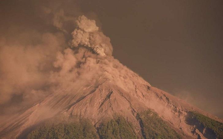 Cerca de 3.000 personas en Guatemala por otra erupción del volcán de Fuego.