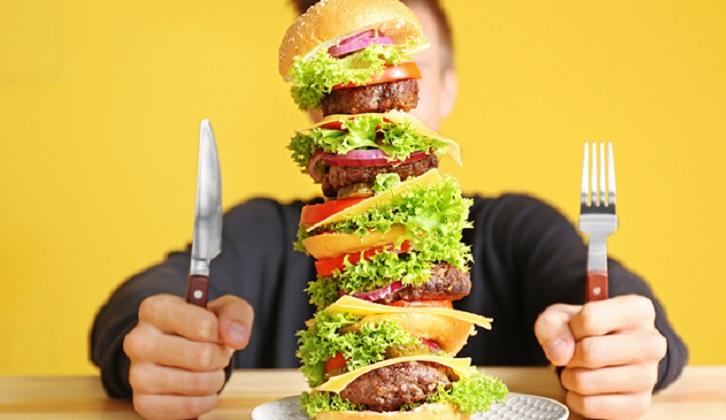 La falta de sueño aumenta el antojo de comida chatarra y el riesgo de obesidad. Foto ilustrativa: Pixabay