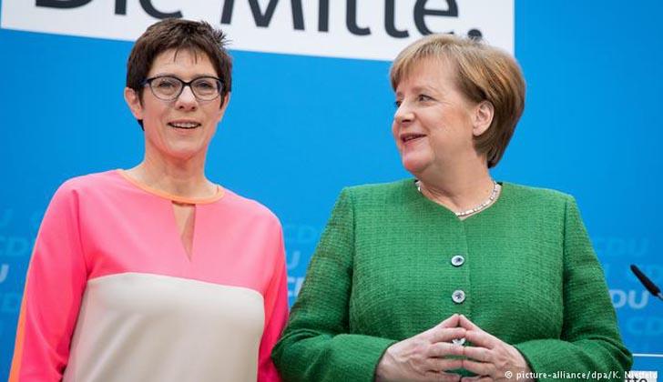 La CDU elige mantener el legado de Merkel con una sucesora continuista