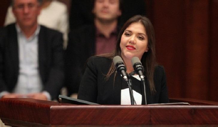 Renuncia la vicepresidenta de Ecuador por estar involucrada en un caso de corrupción.