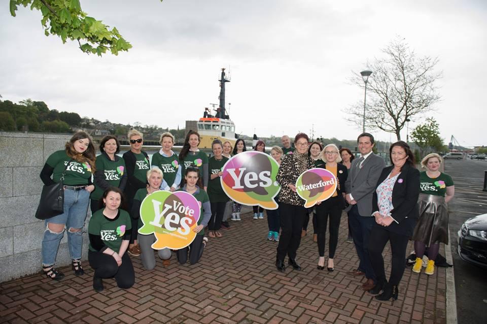 Mujeres de la organización Together for Yes, que promovieron el derecho al aborto en Irlanda.