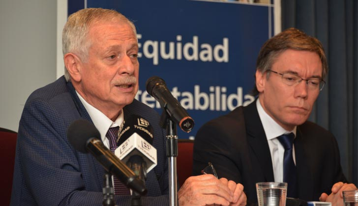 Ministro de Salud, Jorge Basso, junto al representante del Ministerio de Economía en la Comisión Honoraria del Fondo Nacional de Recursos, Martín Vallcorba. Foto: Presidencia de la República.