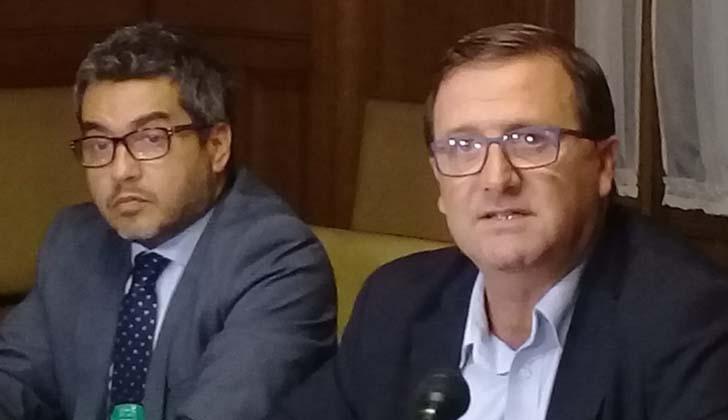 El abogado Gumer Pérez junto al senador De León. Foto: LARED21.