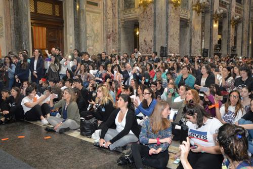 El Palacio Legislativo se colmó de jóvenes en el cierre de la campaña