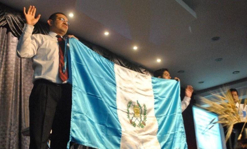 """Evangélicos realizan una """"oración por Guatemala"""" en la iglesia cristiana """"Dios de pactos"""". Foto: José Goge / Flickr"""
